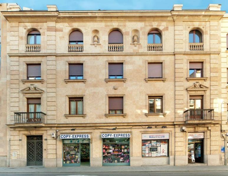 Edificio racionalista en Calle Alvaro Gil 10