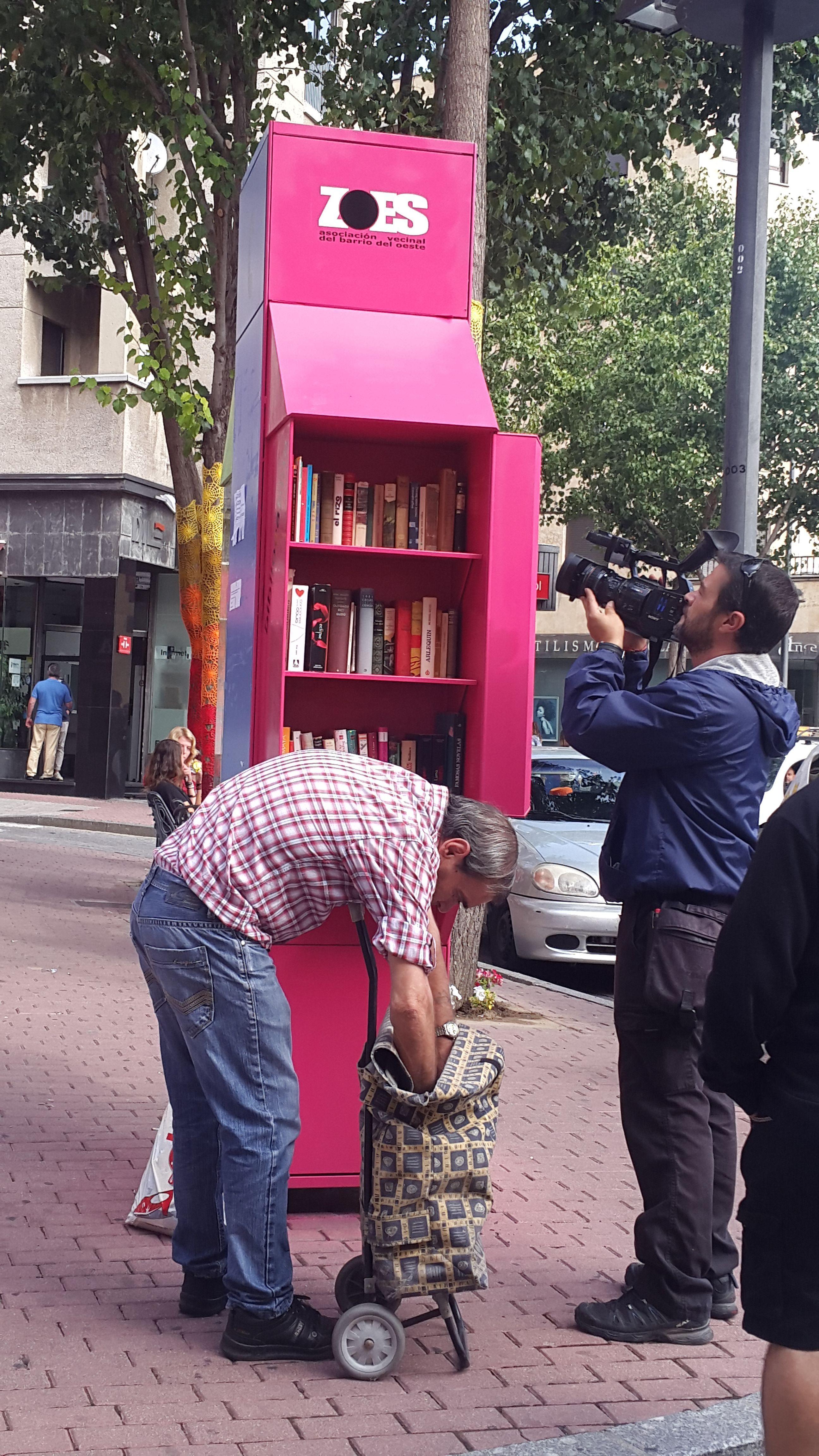 La 8 de Castilla y León en Salamanca graba la Bibliocabina