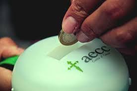 Huchas en las que depositar donativos a favor de la AECC