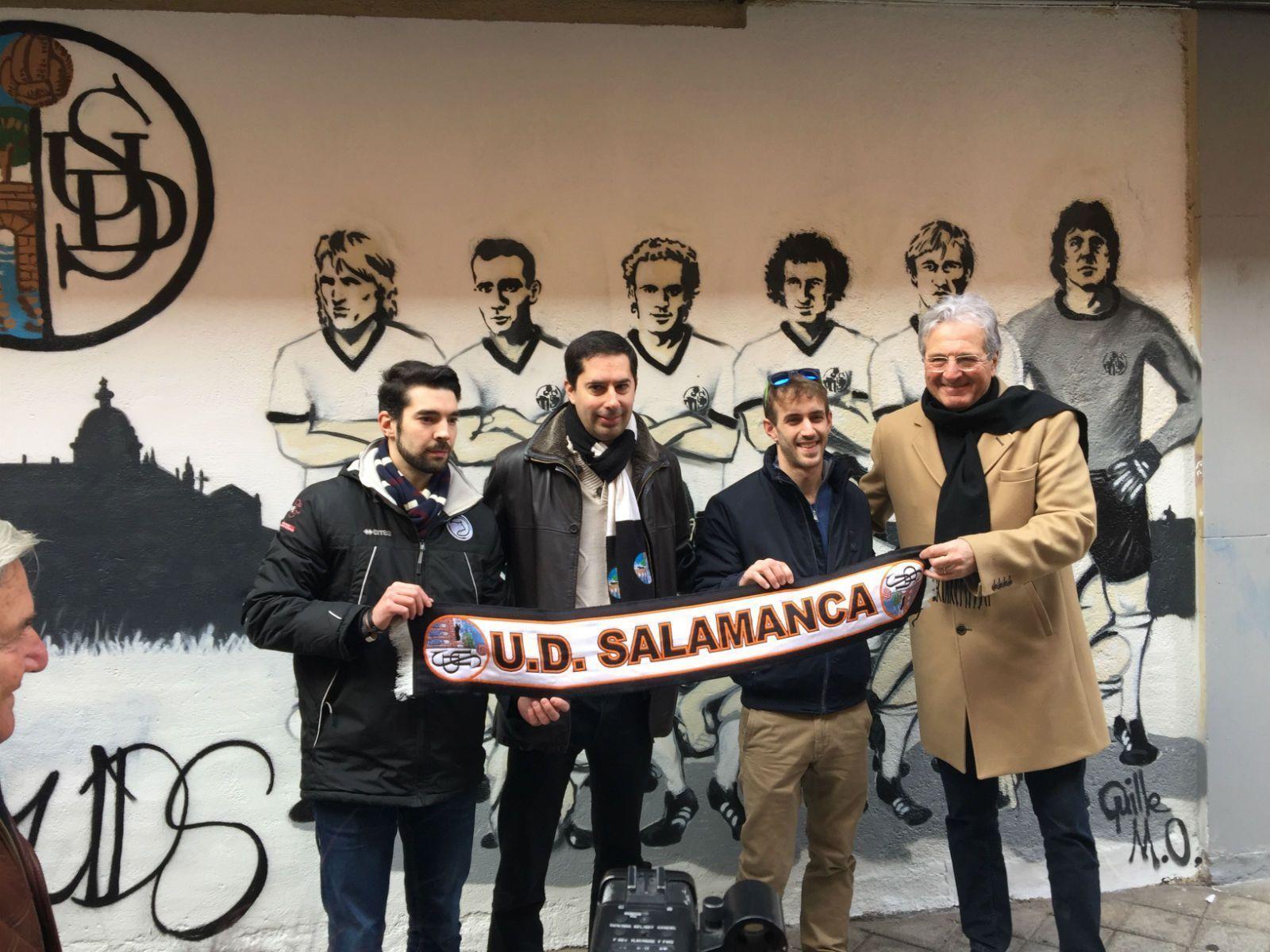 Photo of Jorge D'Alessandro inaugura el mural homenaje a la Unión  Deportiva Salamanca