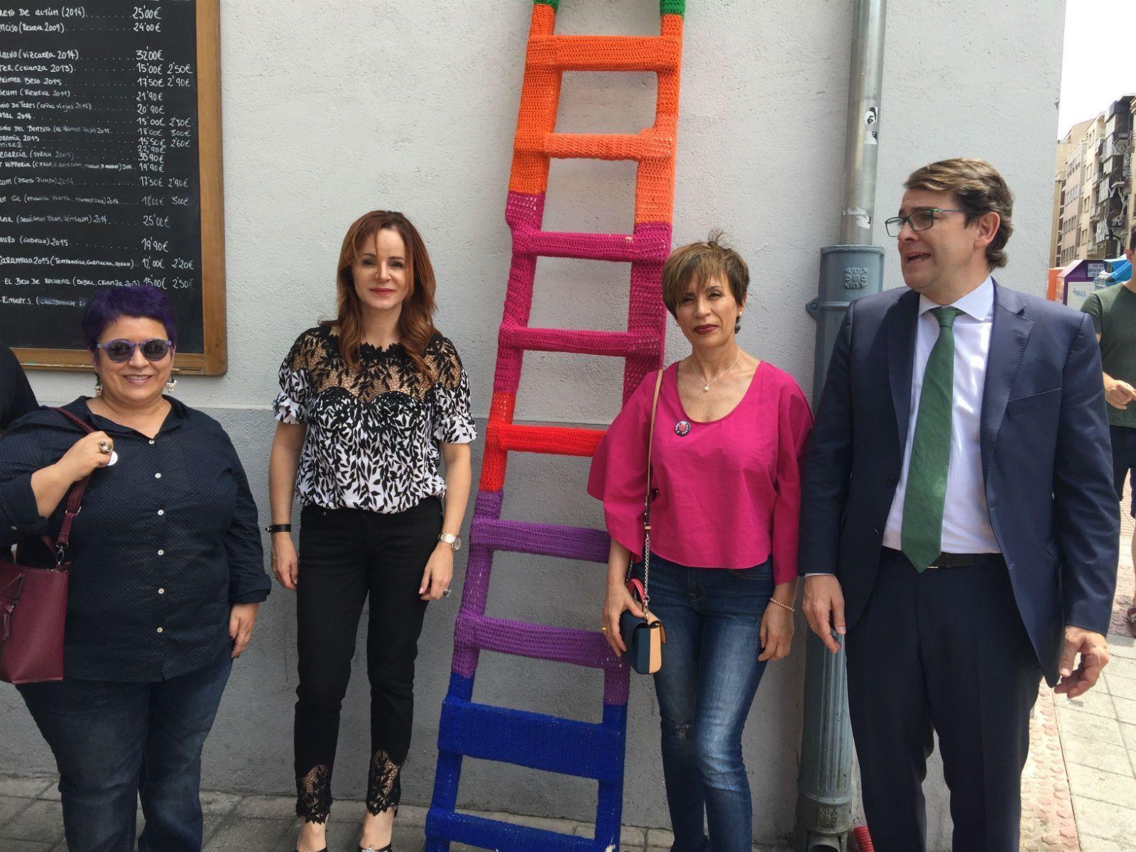 Photo of Silvia Clemente visita el Barrio del Oeste