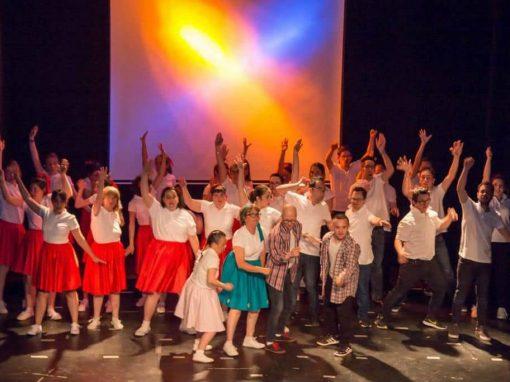 La brillantina sube al escenario de la mano de Fundación Aviva