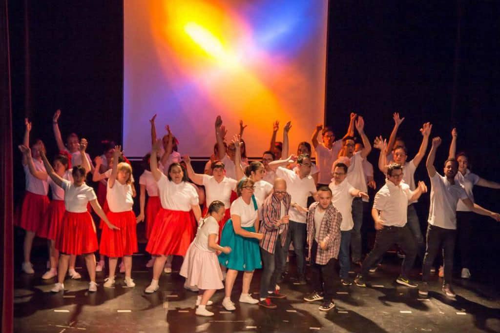 Photo of La brillantina sube al escenario de la mano de Fundación Aviva