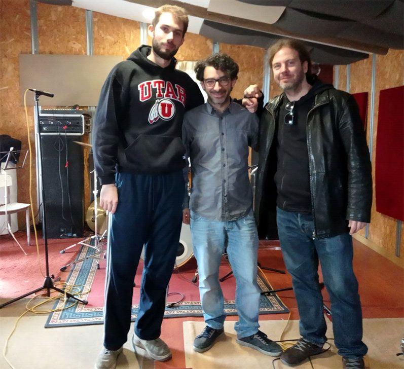 Alejandro Lucas trio en el local de ensayo