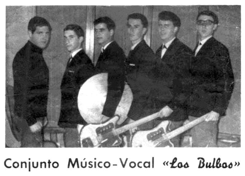 Los BUlbos, con Berna Palacios a la guitarra (2º por la derecha)