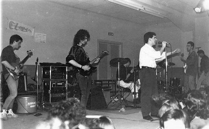 Galería de Sombras con el primer guitarrista (Esteban) en el Concurso Rock  de la Fac. de Psicología